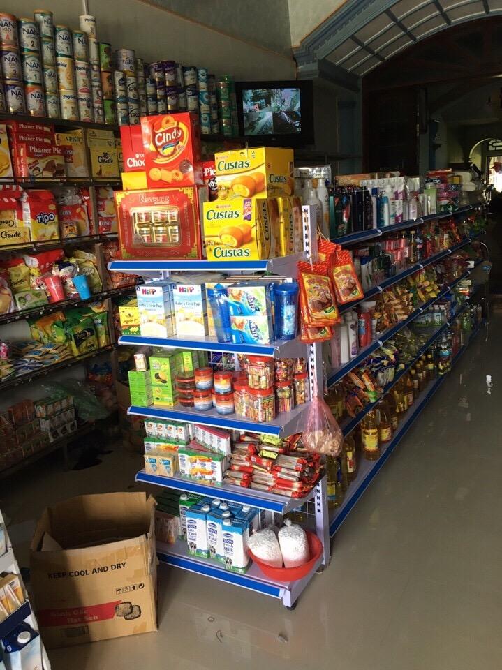 Kệ trưng bày hàng hóa tại Tân Uyên, Lai Châu