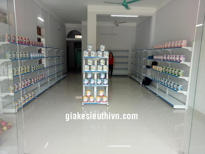 kệ siêu thị bày sữa